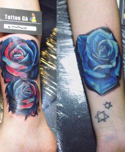 1 8 247x300 - Hình xăm hoa hồng xanh ở chân tay cho nữ.